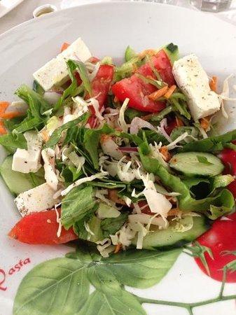 Stefany's Restaurant : insalata greca a gogo!!