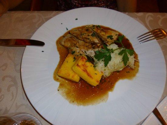 Restaurant Le Sarment d'Or : Suprême de pintade cuite en basse température, griesspflutta et choucroute nouvelle