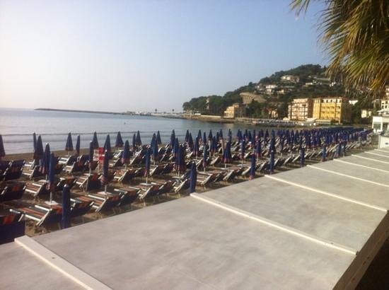 Lorenza Sul Mare: Spiagga fronte al Residence.