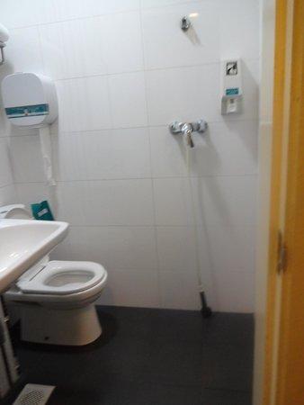 Hotel 81 Rochor: Bathroom
