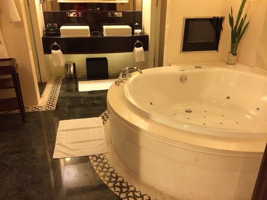 Sofitel Macau At Ponte 16 : I want to bring the toilet home!