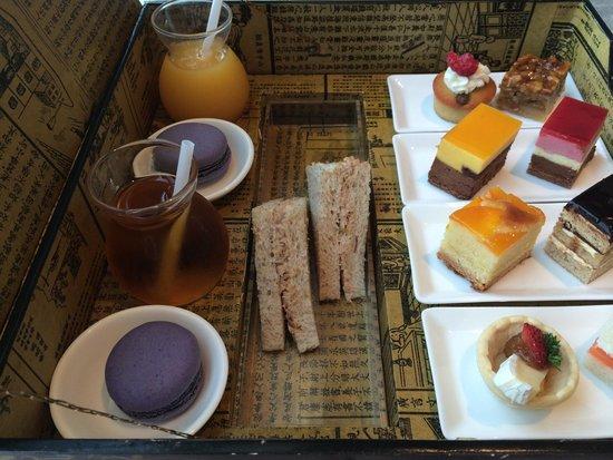 Sofitel Macau at Ponte 16: Afternoon tea at the club lounge