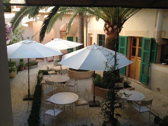 Ca'n Abril: Courtyard