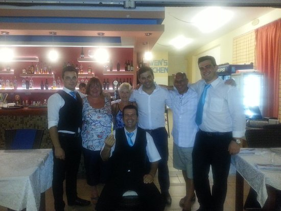 Heaven's Kitchen: lovely photo with the staff and boss at heavens kitchen