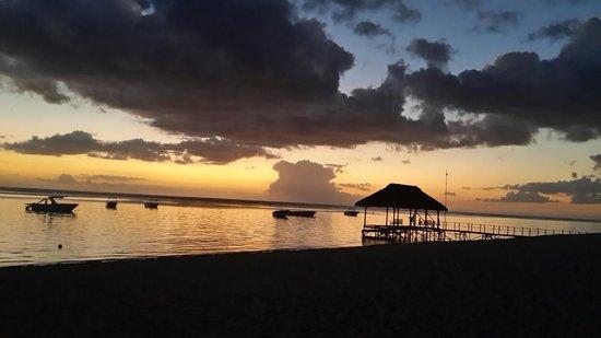 La Pirogue Resort & Spa : Beautiful Sunsets
