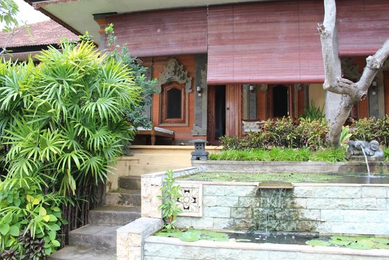 Zen Resort Bali: Rear leading into the garden