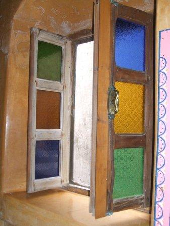 Riad Jade Mogador : En suite bathroom window