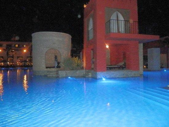 Sofitel Agadir Royal Bay Resort : Piscine le soir