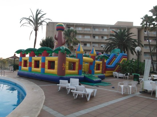 Club Cala Romani: Bouncy Castle bought out in the evening