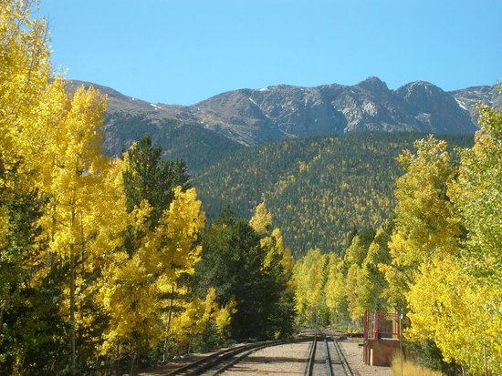 Pikes Peak Cog Railway : Some of fall colors on trees