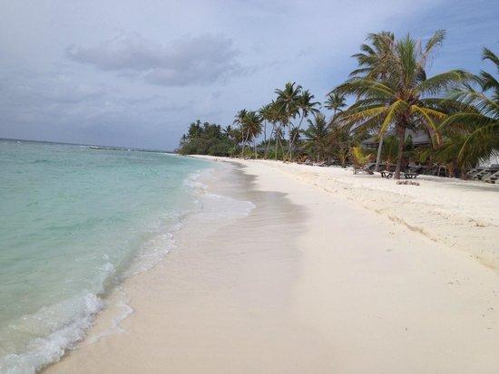 Kuredu Island Resort & Spa: Пляж