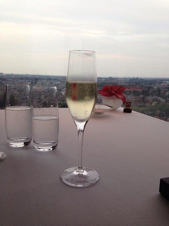 Ciel Bleu Restaurant: Champagne with a view