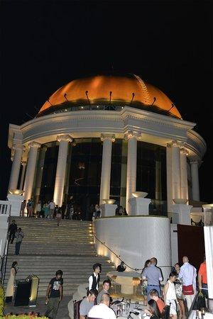Sky Bar, Bangkok: Die Kuppel von weitem sichtbar