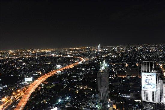Sky Bar, Bangkok: ca. 19.50 Uhr es wird schnell dunkel