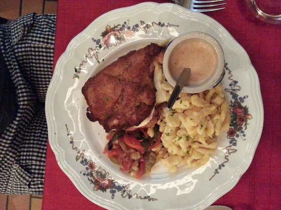 La Coccinelle: Cordon bleu with ham and cheese. The sauce was so tasty, had to soak it all using the compliment