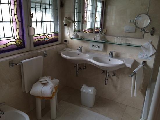 Hotel Meranerhof: Bathroom 207