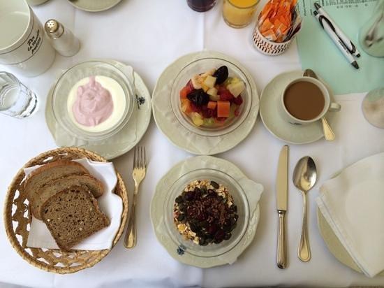 Hotel Meranerhof: Breakfast
