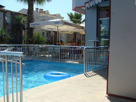 Hotel London Blue: Pool side