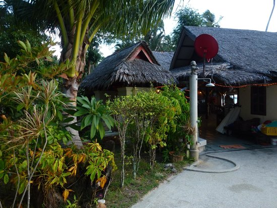 Lipa Lodge Beach Resort: Restaurant/Bar/Reception