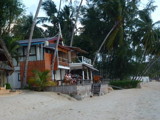 Lipa Lodge Beach Resort: Decking and rooms above