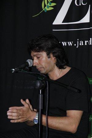 Flamenco Live Jardines de Zoraya: Певец