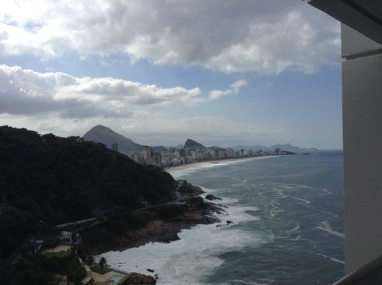 Sheraton Grand Rio Hotel & Resort : gorgeous beach view on top of our balcony room