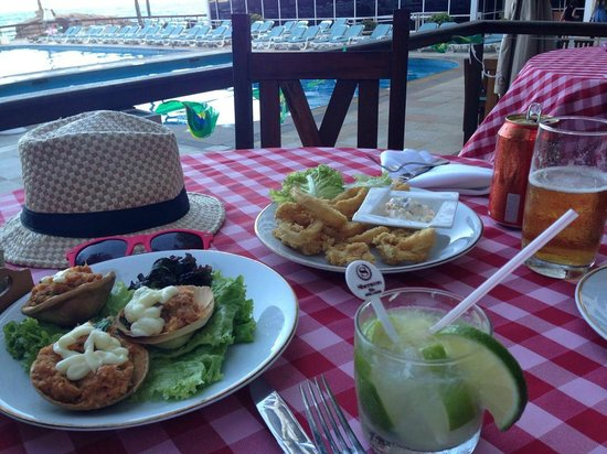 Sheraton Grand Rio Hotel & Resort: the best caipirinha and crab meat and calamares