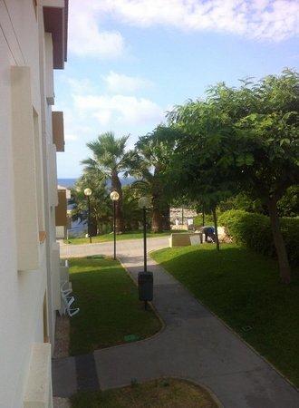 Blau Punta Reina Resort: La mer juste a 300m de l'hotel