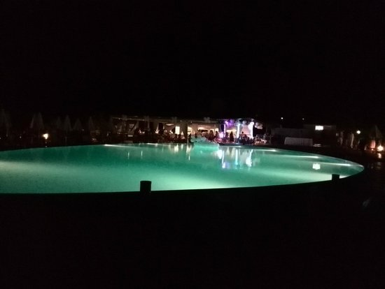 Blue Marine Resort & Spa : Serata in piscina
