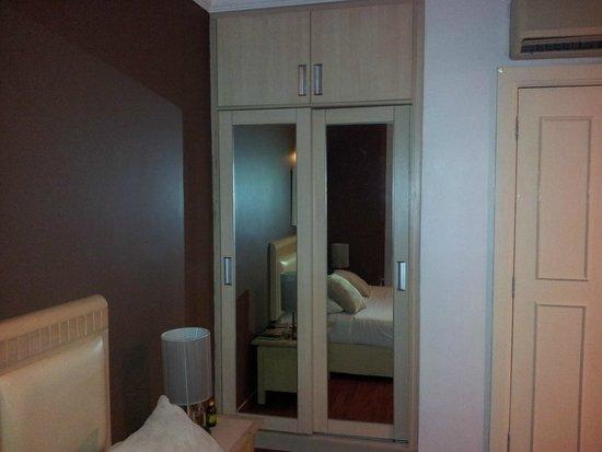 D-Villa Residence Hotel: Placard chambre des parents