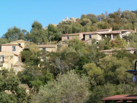 Arbatax Park Resort - Borgo Cala Moresca : Une vue des pavillons