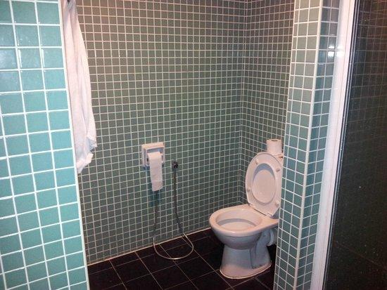 D-Villa Residence Hotel: Toilette