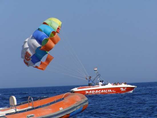Sunrise Diamond Beach Resort : парашют от Боба