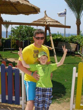 Sunrise Diamond Beach Resort : возле мини клуба