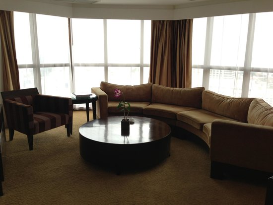 lebua at State Tower : Super huge couch