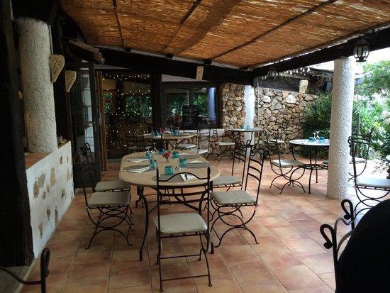 Auberge Du Clos Des Pins : Terrasse très agréable