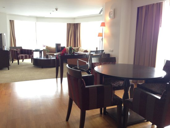 lebua at State Tower: Spacious suite but worn furnishing