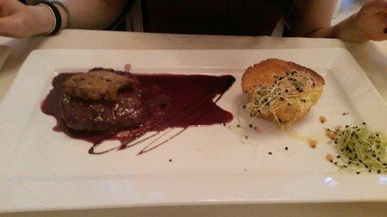 Wood Restaurant : Filetto alla Rossini... nonostante i miei soli 17 anni.. amo questo piatto! E lo chef di questo