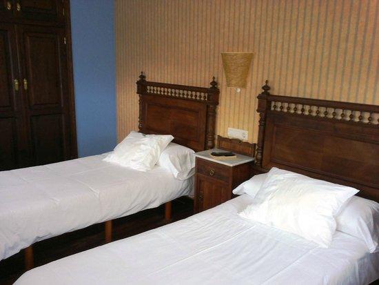 Hotel Rural Coviella: Habitación de dos camas
