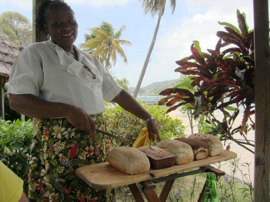 Young Island Resort: Zerelda serving warm fresh bread at lunch!