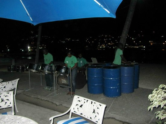 Young Island Resort: Lively Steelpan entertainment for Saturday BBQ night