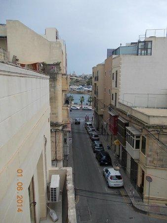 Bayview Hotel & Apartments : Вид с балкона