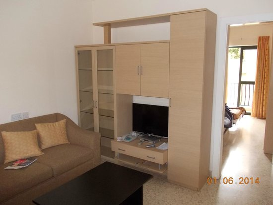 Bayview Hotel & Apartments : Гостиная в 4-местных апартаментах