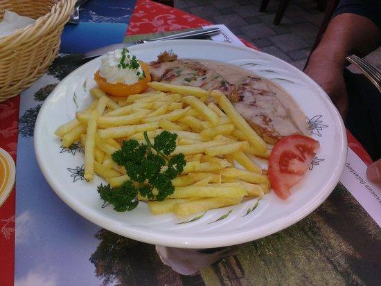 Hotel-Restaurant Alpina : Schnitzel