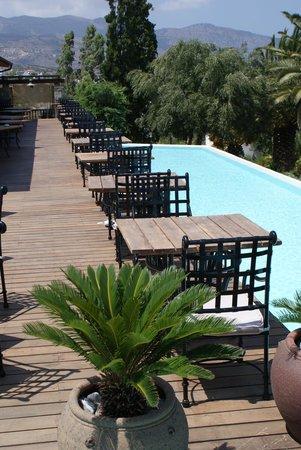 Tui Sensimar Elounda Village Resort & Spa by Aquila: Outside area of main restaurant