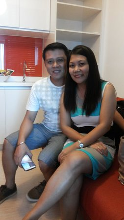 Holiday Inn Express Manila Newport City: with my hubby