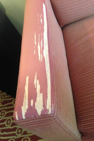 TownePlace Suites Fayetteville Cross Creek: Club chair in terrible condition