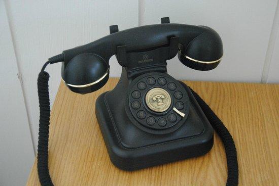 Praktik Metropol : Telefoon op het nachtkastje