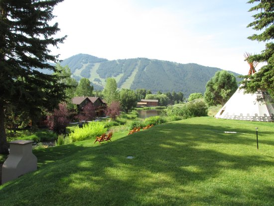 Rustic Inn Creekside Resort and Spa at Jackson Hole: gorgeous grounds