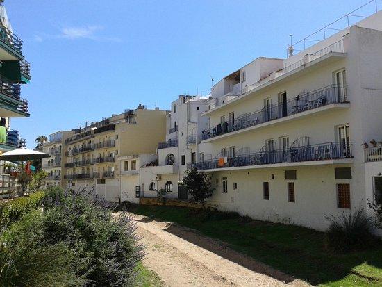 Mar Blau Tossa Hotel : hotel visto desde la riera